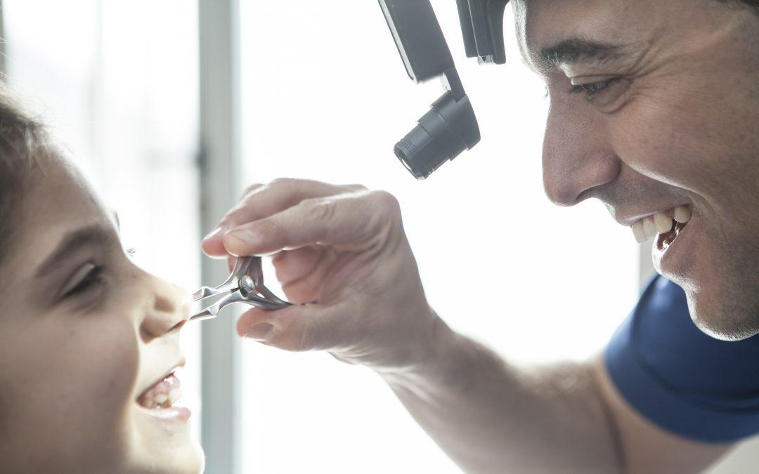 ¿Qué hace un otorrinolaringólogo?